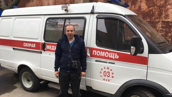 В центре Ростова окровавленный мужчина напал на водителя скорой помощи