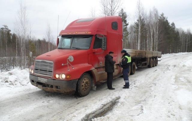 Безопасная дорога: зимники между нефтегазовыми месторождениями патрулирует ДПС