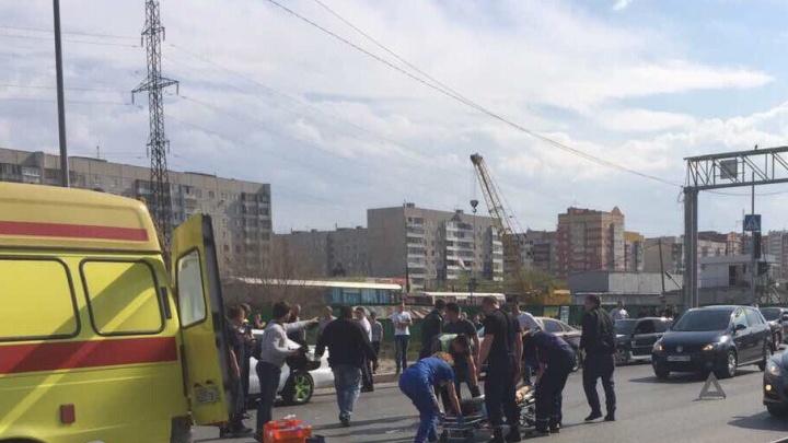 ДТП на Монтажников: иномарка сбила девушку на пешеходном переходе