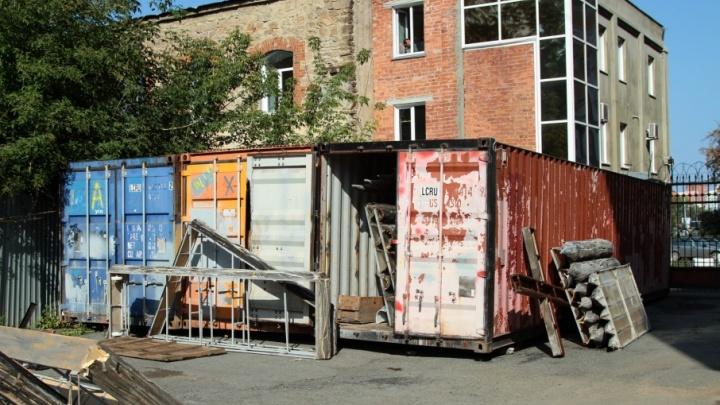 «Храним везде, где только можно»: декорации челябинской оперы обретут новый дом к весне