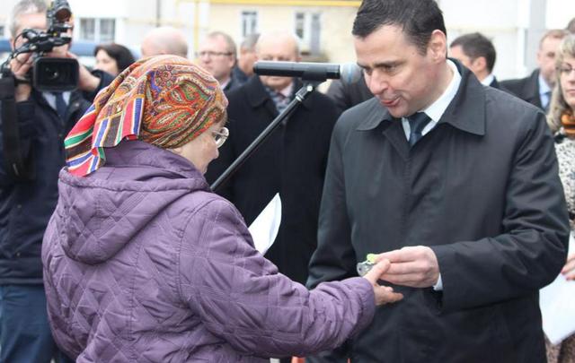 Дмитрий Миронов вручил ключи тутаевским новоселам