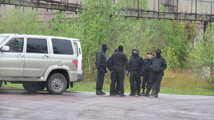 «Маски-шоу» нон-стоп: силовики нагрянули в кабинет директора Челябинского меткомбината