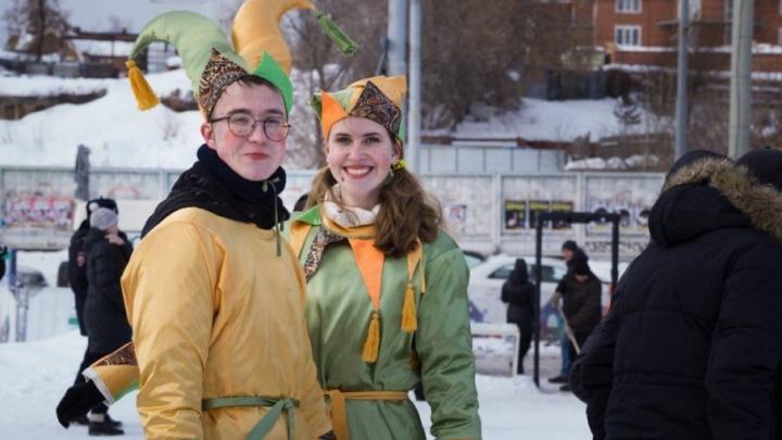 Цирковое выступление и покорение масленичного столба: как отметить проводы зимы в районах Перми
