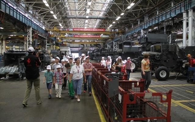 Дети сотрудников Ростсельмаш посетили «город в городе»