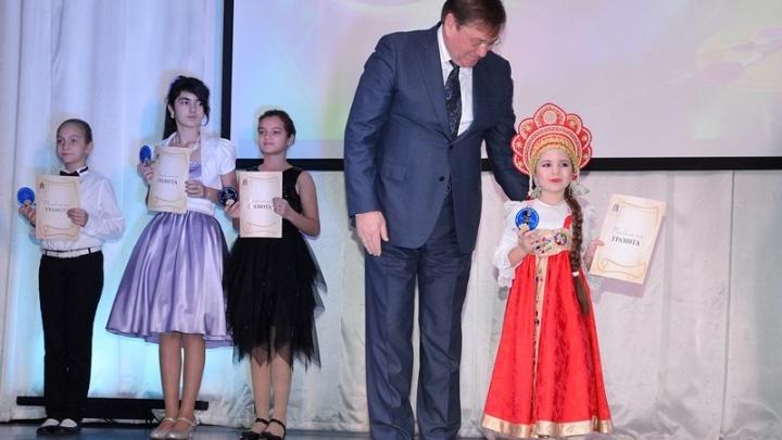 Золотой фонд: в Аксайском районе наградили более 70 одаренных детей