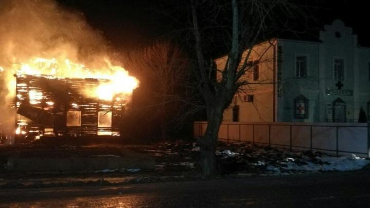 Барабанили в окна, чтобы спасти людей: полиция рассказала подробности страшного пожара в Ростове