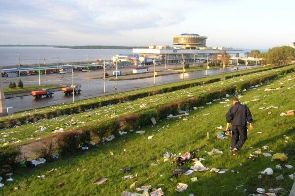 Волгоградцы считают, что уборка мусора в городе налажена не самым лучшим образом