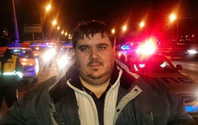 В Волгограде человек в маске избил джип активиста Ульянова