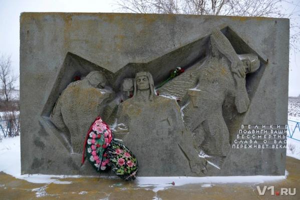 Скульптор запечатлел последние минуты непокоренных танкистов