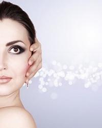 Тюменцам предлагают побаловать кожу фототерапией
