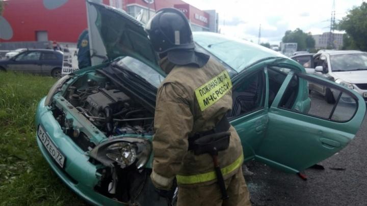 Авария на Одесской, хаски, бегущая рядом с такси, и жалоба жителей Березняков: дорожные видео недели