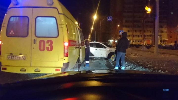 В ДТП на Солнечном проезде пострадала тюменка: второй участник аварии скрылся