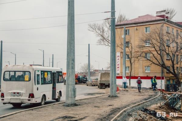 На пересечении улицы Луначарского с Московским шоссе построили кольцо