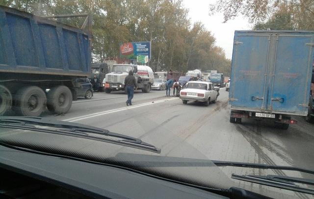 Водитель фуры устроил массовое ДТП на Ялуторовском тракте