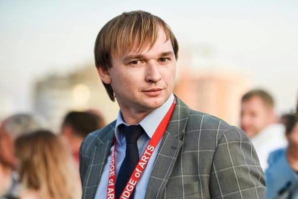 Александр Доманов работал начальником отдела управления музеями, библиотеками и культурно-досуговыми учреждениями в Ростове