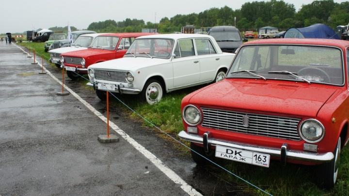 Старая «копейка» и новая: под Самарой прошел фестиваль ретроавтомобилей