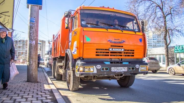 Уборка на 60 млн рублей: зимой тротуары на Московском и Ново-Садовой будут обрабатывать солью