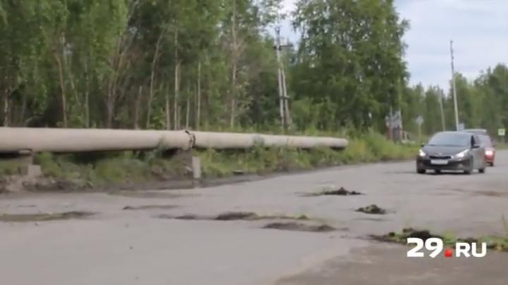 В Онеге во время форума «Команда 29» ямы на дороге решили залатать землей