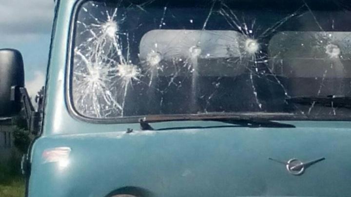 В Архангельске хулиган в приступе ярости с ломом напал на «буханку»