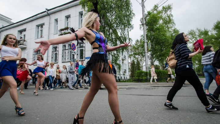 Карнавалу — нет: фестиваль уличных театров в этом году пройдет без традиционных шествий