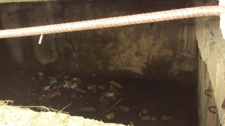 Наши дети могут утонуть: ярославцы просят убрать старинный пожарный резервуар
