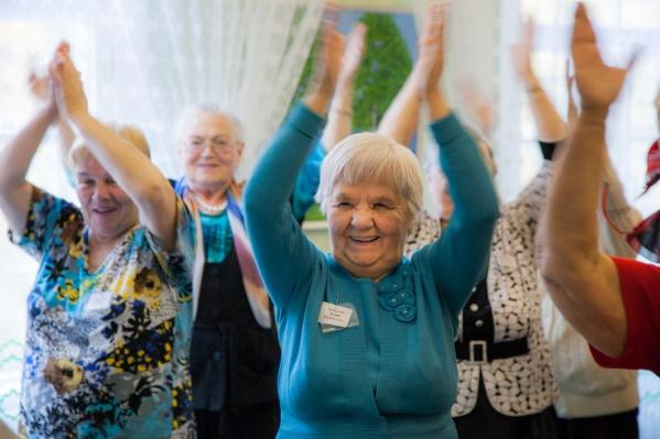Для пожилых людей проводятся и очные семинары по вопросам жилищного, земельного, семейного и налогового законодательств
