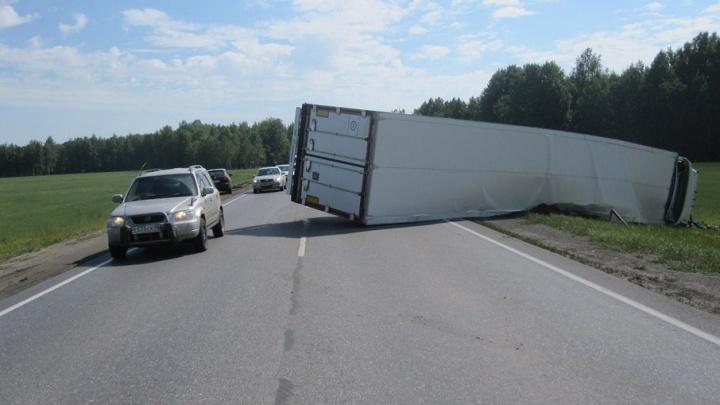 Полиция установила личность одного из погибших в ДТП с грузовиком на тюменской трассе