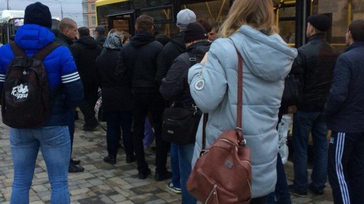 В Волгограде из-за сломавшегося автобуса начался утренний коллапс