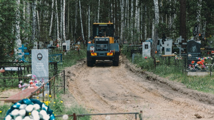 На Верхнеборском кладбище заасфальтируют три километра грунтовых проездов