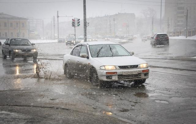 МЧС предупредило о возможных проблемах на дорогах из-за метели и гололёда