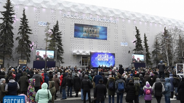10 тысяч человек, выставки до полуночи, концерты в темноте: смотрим, как тюменцы окультуривались в «Ночь искусств»