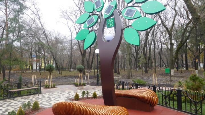 Композицию «Солнечное дерево» в Ростове открыл телеведущий Николай Дроздов