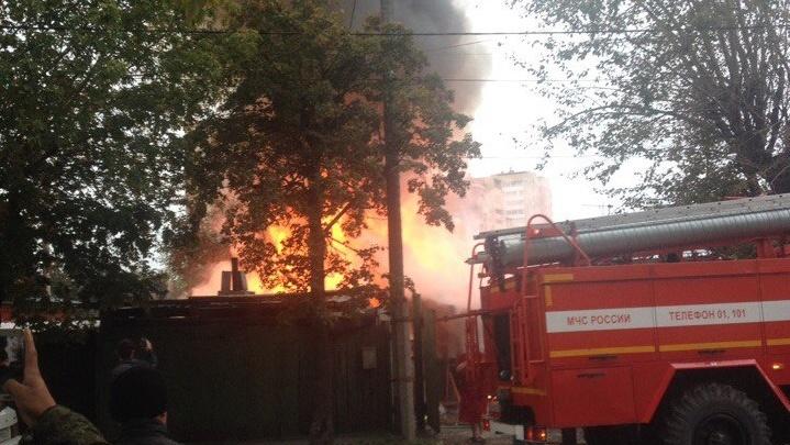 В районе Дома обороны рано утром сгорел дом