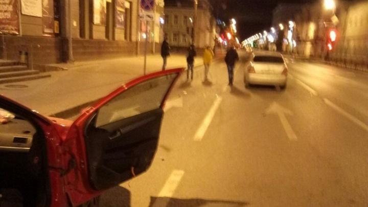В Тюмени пьяный водитель проехал по ноге выходящему из машины пассажиру