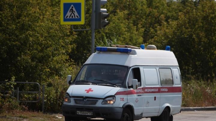 Сбил и уехал: около челябинской гимназии подростка прокатили на капоте