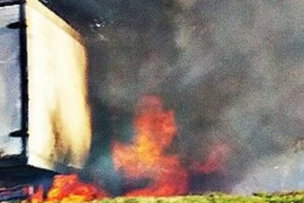 От удара о деревья «Газель» загорелась