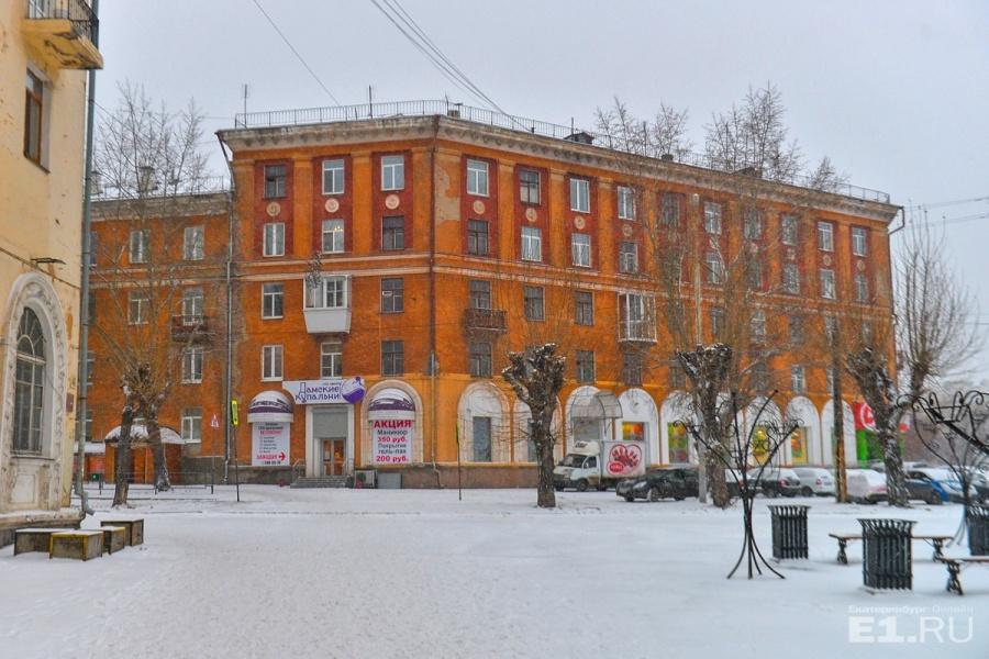 В честь Мехренцева, который жил в этом доме, в Академическом назвали улицу