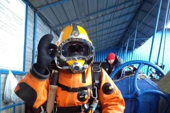 Промышленным водолазам нужен специальный костюм