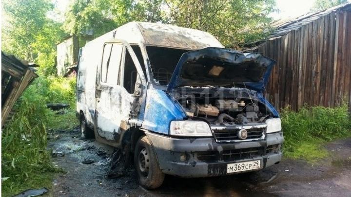 В центре Архангельска пожар уничтожил «Фиат-Дукато»