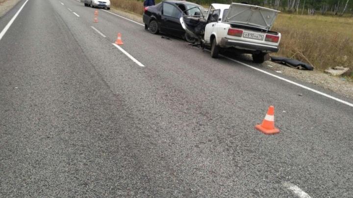После лобового ДТП на трассе в Челябинской области в больницу увезли шесть человек
