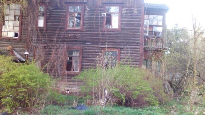 В разрушенных бараках за Волгой «кипит» новая жизнь: соседи бьют тревогу