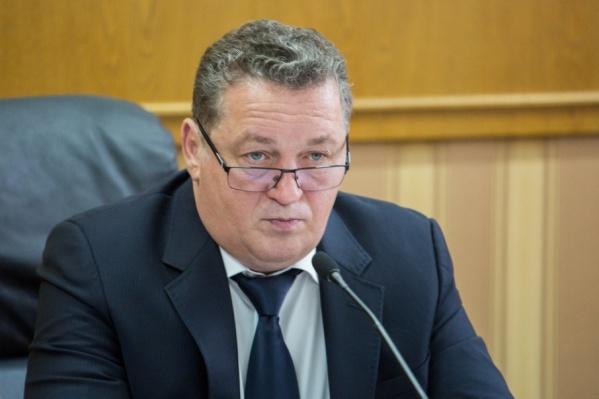 Владимир Ушаков занимал пост председателя комитета по строительной политике и ЖКХ в ЗСО