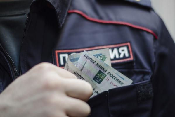 Полицейский отказался от денег и сообщил руководству