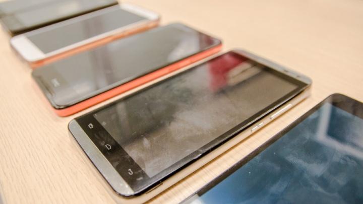 Житель Сызрани похитил у своего знакомого сотовый телефон, заявив, что ему мобильник нужнее