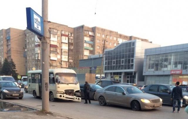 Из-за ДТП на проспекте Стачки образовалась пробка