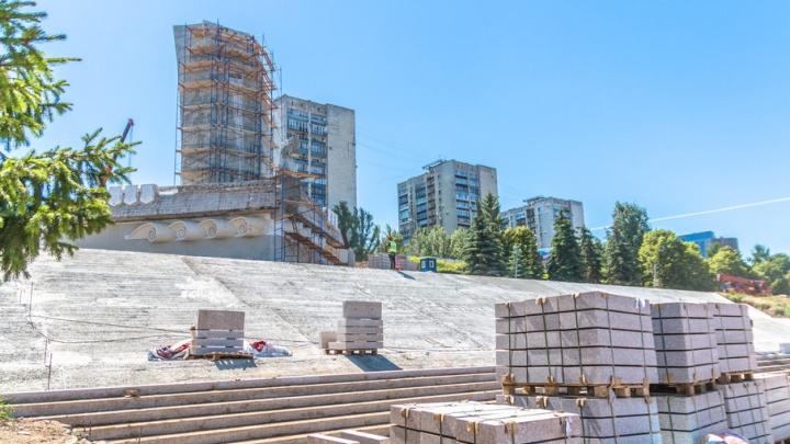 В Самаре рабочие заделали трещины и усилили каркас монумента Ладья