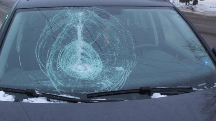 В Северодвинске нетрезвый мужчина попал под колеса отечественной легковушки
