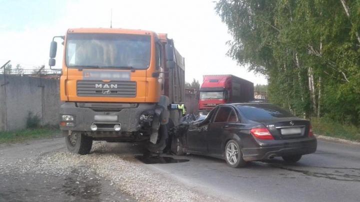 В Перми водитель иномарки получил травмы в ДТП с грузовиком