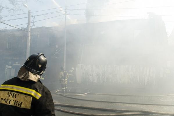 На месте все еще работают спасатели