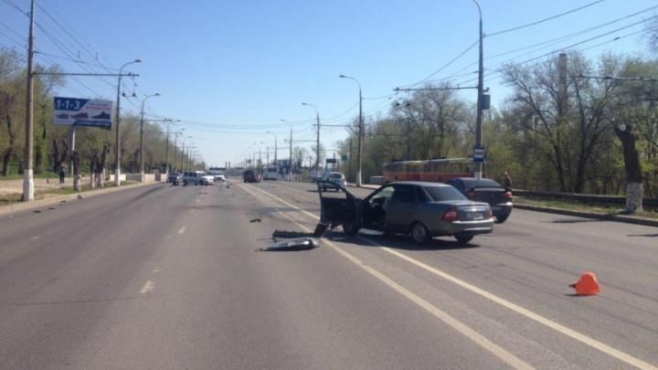 В Волгограде забывший о зеркалах водитель устроил массовую аварию